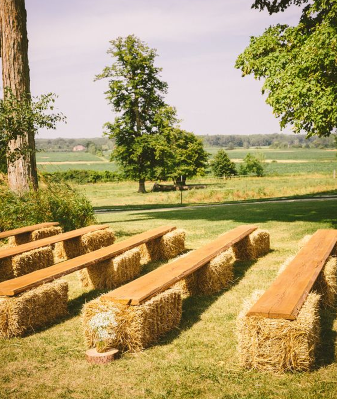 Creative seating made from bales of hay at an outdoor wedding